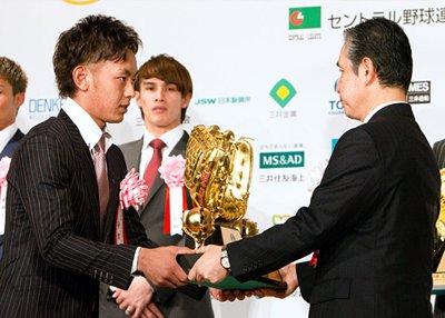 今宮健太がゴールデングラブ賞を受賞
