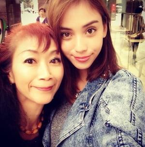 滝沢カレンと母