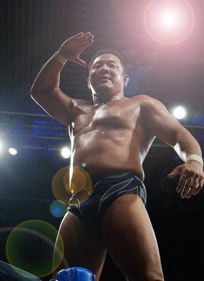 永田裕志の敬礼ポーズ